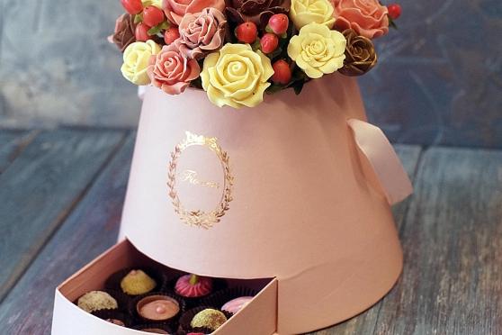 Коробка с шоколадными розами