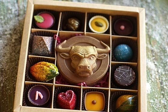 Бык в круге с конфетами 12